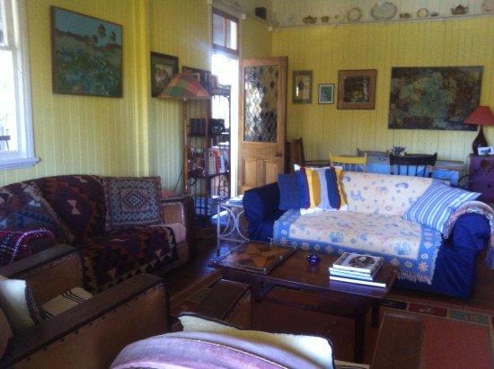 Ravensbourne, ออสเตรเลีย: Mother of Ducks Living Room
