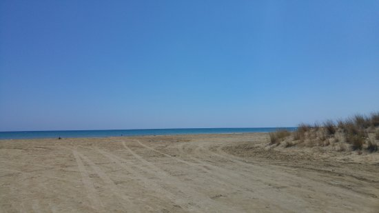 Akrotiri, Chypre : View from our car of the beach and sea.