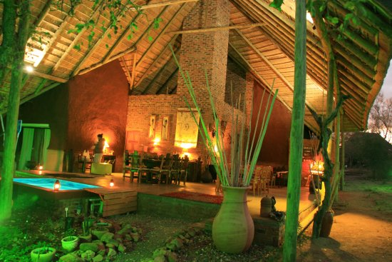 Marloth Park, Sydafrika: Splash Pool and dining at sunrise