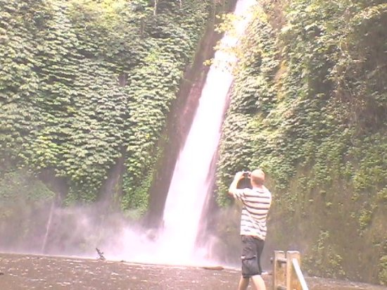 Lovina Beach, Indonesia: Munduk Waterfall