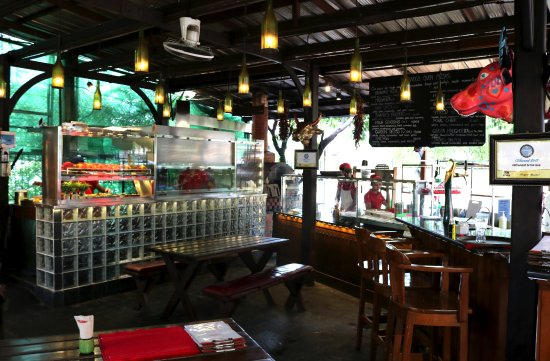 Al Fresco dining at Sharky's Dhamazedi