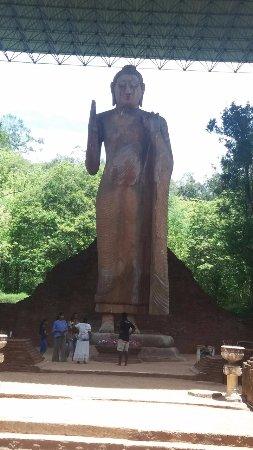 Maligawila Buddha Statue: Buddha statue