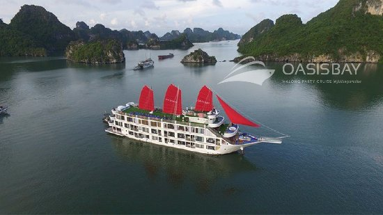 Oasis Bay Party Cruise - Halong Bay