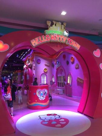 Sanrio Hello Kitty Town: photo1.jpg
