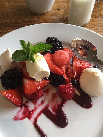 The Bridge Inn: Lovely fruits to finish