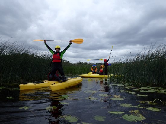 Nenagh, Ireland: Playing games on the Kayaks , learning to get through the reeds