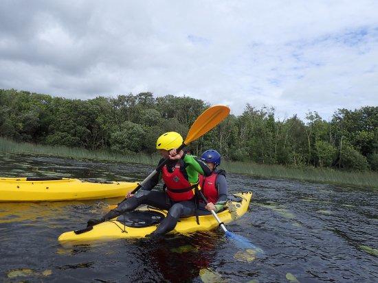 Nenagh, Ireland: Wheelbarrow racing on Kayaks !