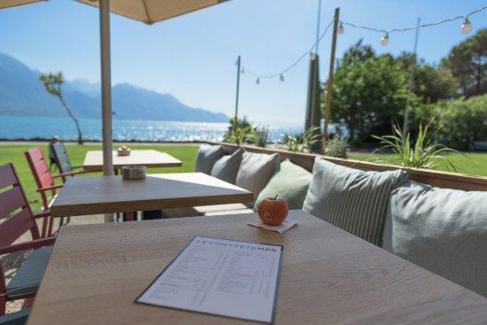 un cadre idyllique pour prendre votre repas et boire un verre photo de le contretemps. Black Bedroom Furniture Sets. Home Design Ideas