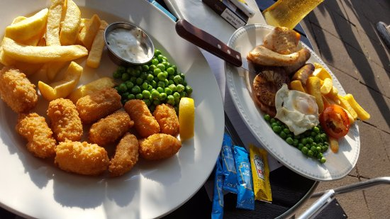 Lord Gascoigne: Normal size portion of scampi & Mixed grill