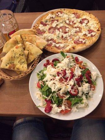 Slovenj Gradec, Eslovenia: LIGHT SALAD e PIZZA