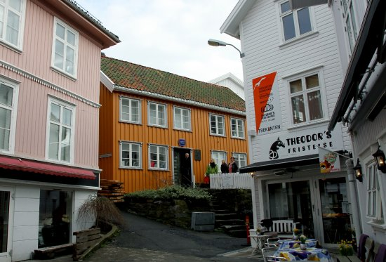Kragero Municipality, Norway: Kittelsenhuset fra torget i Kragerø