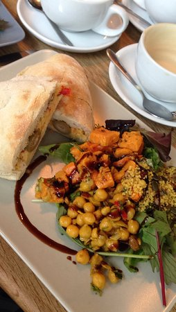 Rattle Ghyll Cafe: Hummus, tomato and olive panini & salad