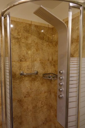 Aeolis Boutique Hotel: nice shower