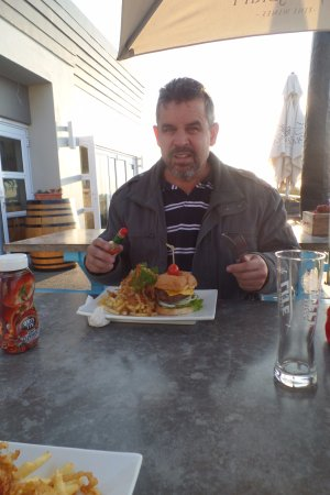 Struisbaai, South Africa: Robert about to tuck into his burger