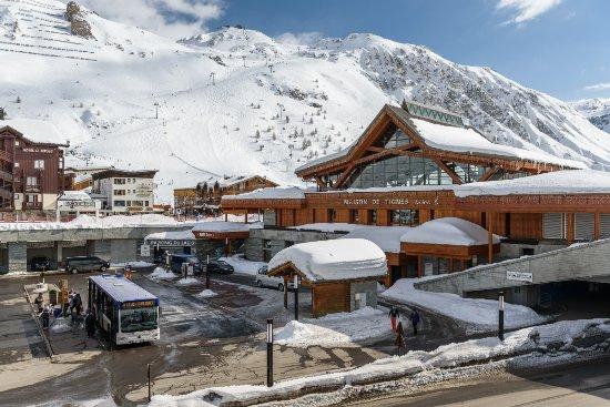 Gare Routiere Face A La Maison De Tignes Le Lac