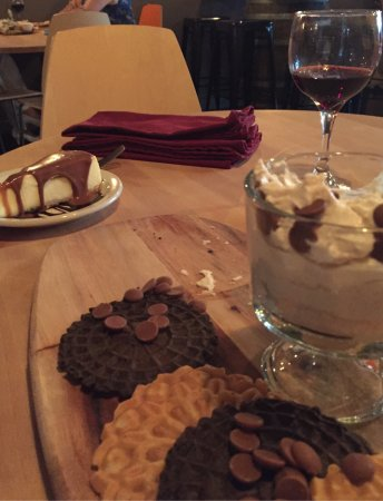 New Port Richey, FL: A great evening with excellent wine and yum desserts