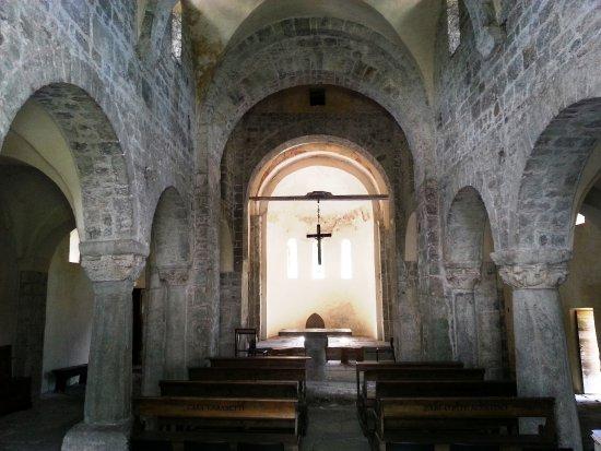 San salvatore navata centrale picture of monastero di for Mobilia san salvatore