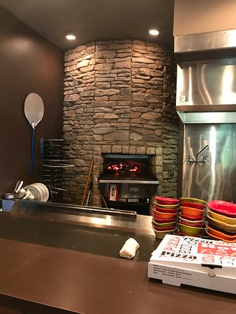 Vienna, WV: Wood-fire oven for the AMAZING pizza