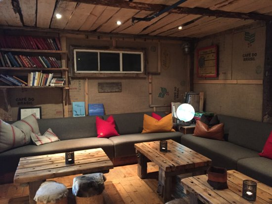 Basecamp Hotel: sofas and seats