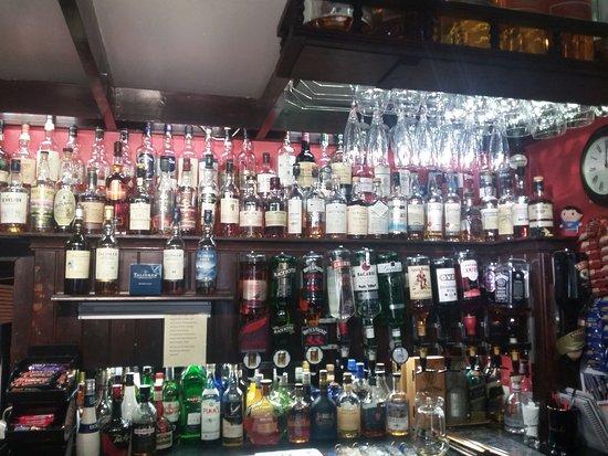 Cluanie Inn: Il bar