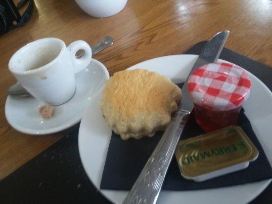 Cluanie Inn: Doci e caffè al mattino