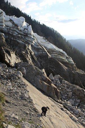 """Glacier des Bossons : Nouveau point de vue """"des Pharaons"""" sous le plateau des Pyramides. Accès depuis la Cabane du Cer"""