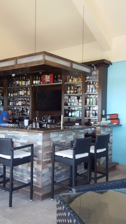 Grand Caribe Belize Resort and Condominiums: Bar and rain. Check it out for yourself