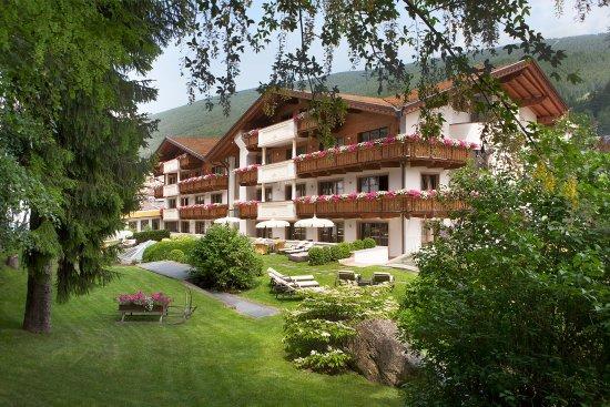 Hotel Gardena Grodnerhof: Giardino