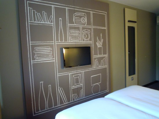 Ibis London Gatwick Airport Photo
