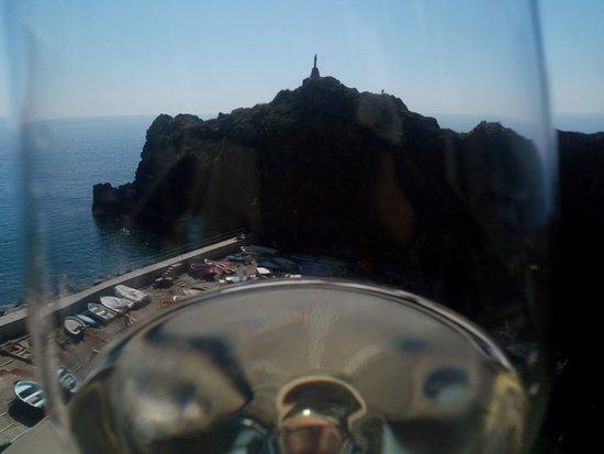 Scoglio Ciamia,con Porto Pidocchio, attraverso un calice di Vermentino, dalla terrazza de L'Agav