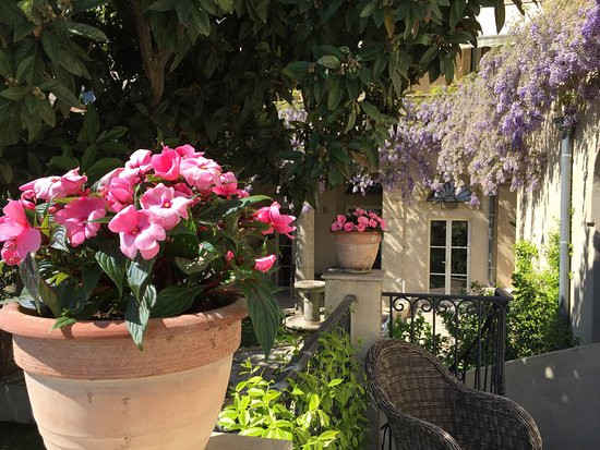 Roujan, França: On the Neffiès Suite terrace