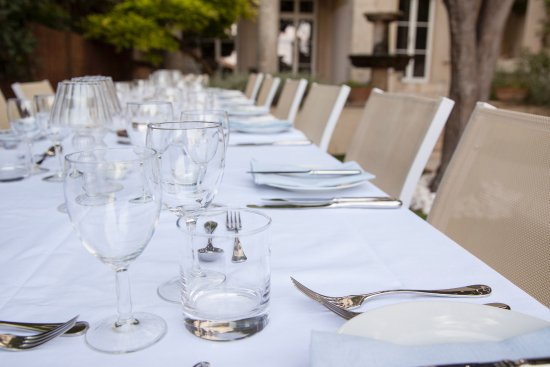 Roujan, فرنسا: Dinners on warm summer evenings by the pool