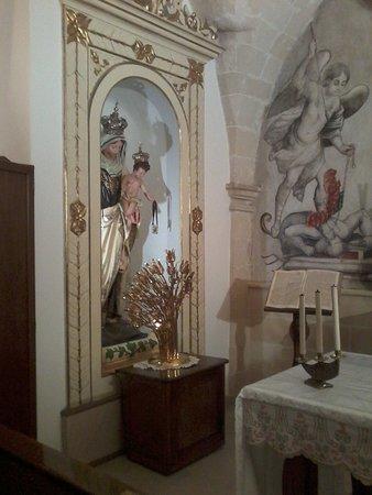 Avetrana, Italie : interno cappella