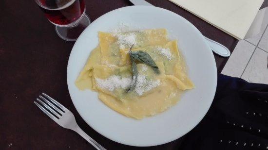 Campagnatico, Italia: Tortelloni Burro e Salvia