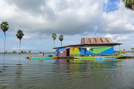 Sengkang, Indonesia: Floating house on Lake Tempe