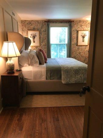 Washington, VA: Garden Room