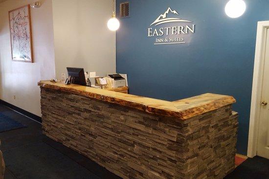 Eastern Inn & Suites: Hotel Front Desk.