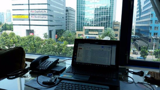 Le Meridien Jakarta: Office area inside the room with good view