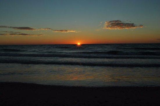 Chilches, Hiszpania: Amanecer en la Playa Les Cases de Xilxes