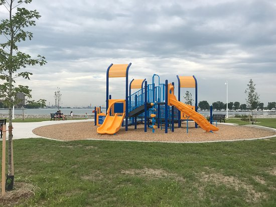 Сарния, Канада: New Rotary playground equipment at Centennial Park