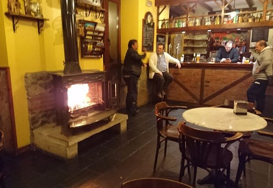 Mortera, Hiszpania: they have a lovely chimney