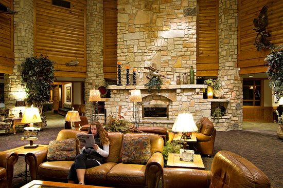 Roaring River State Park: Emory Melton Inn and Conference Center