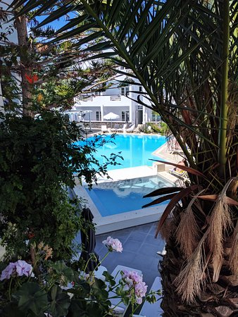 hotel entrance picture of afroditi venus beach hotel spa kamari rh tripadvisor co uk