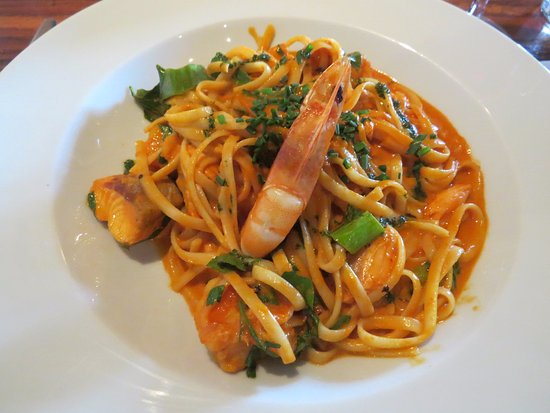 The Copper Hen: Linguini with salmon and prawns