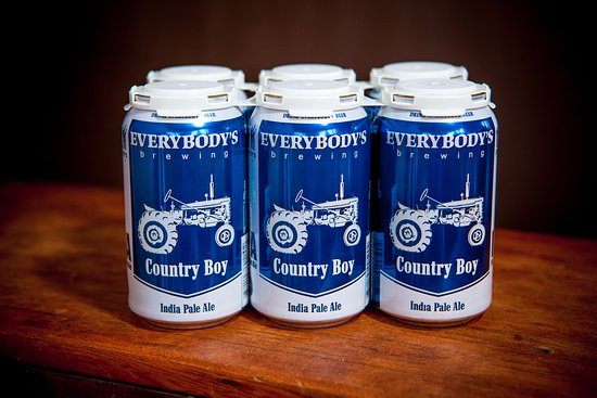 White Salmon, Etat de Washington : 6-packs of the ever-popular, ever-satisfying Country Boy are available for sale in our Pub.