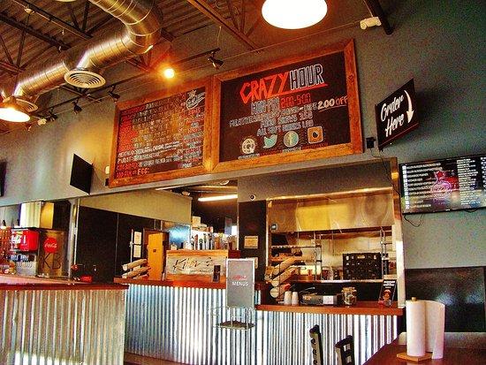Gresham, Oregón: ordering area and kitchen
