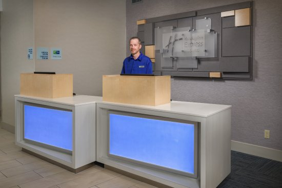 Holiday Inn Express and Suites Independence: Front Desk - Welcome!