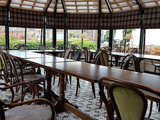 Holmes Chapel, UK: The conservatory dining area set for a group booking.