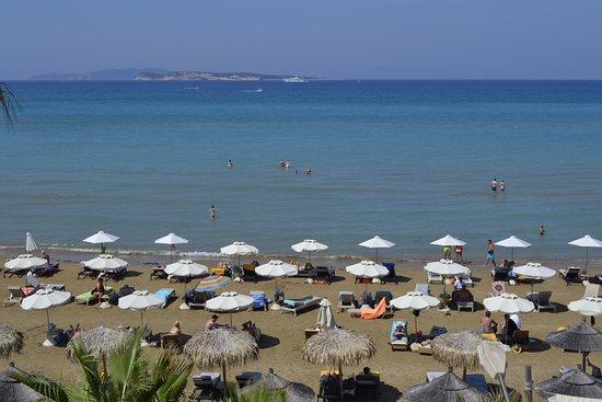 Delfino Blu Boutique Hotel: The beach in front of the hotel