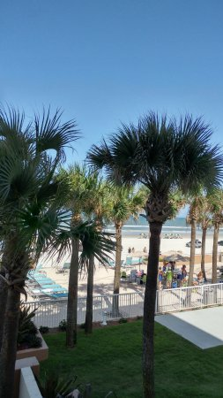Holiday Inn Hotel & Suites Daytona Beach: Family friendly beach area
